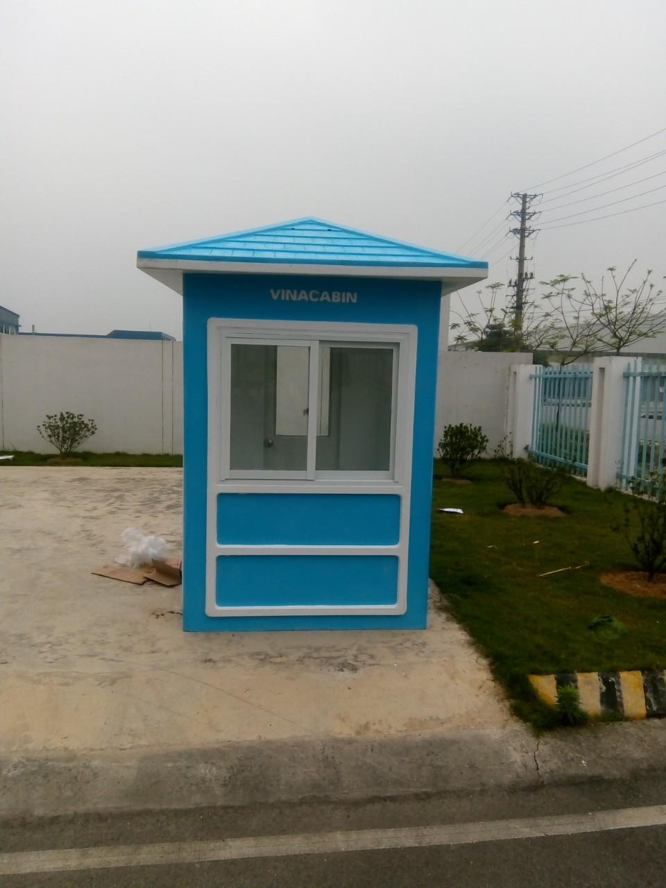Giao hàng và lắp đặt chốt bảo vệ mái nhọn màu xanh dương