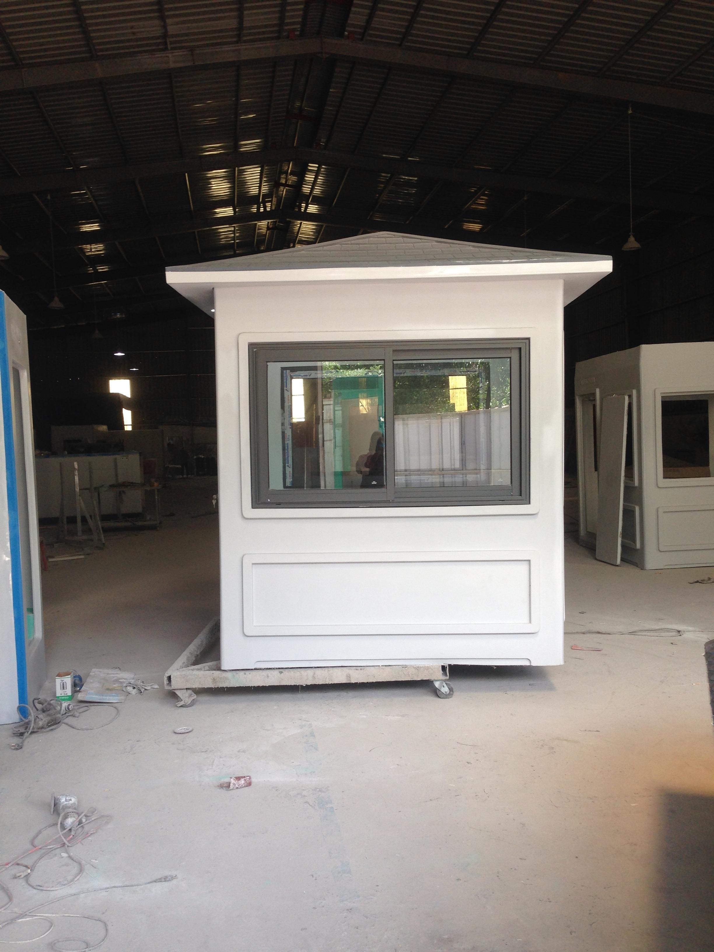 Chốt gác bảo vệ Vinacabin được trang bị cửa nhôm cao cấp Xingfa, Việt Pháp hoặc PMA
