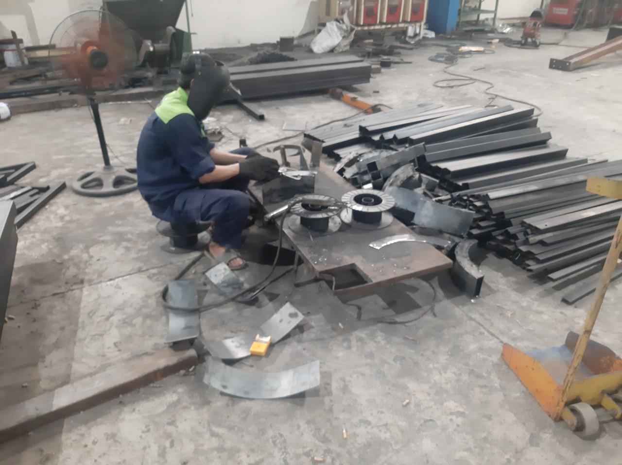 Sản xuất các cấu kiện thép cho bốt gác